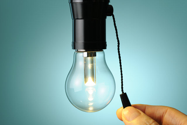 LED light bulb and pull chain